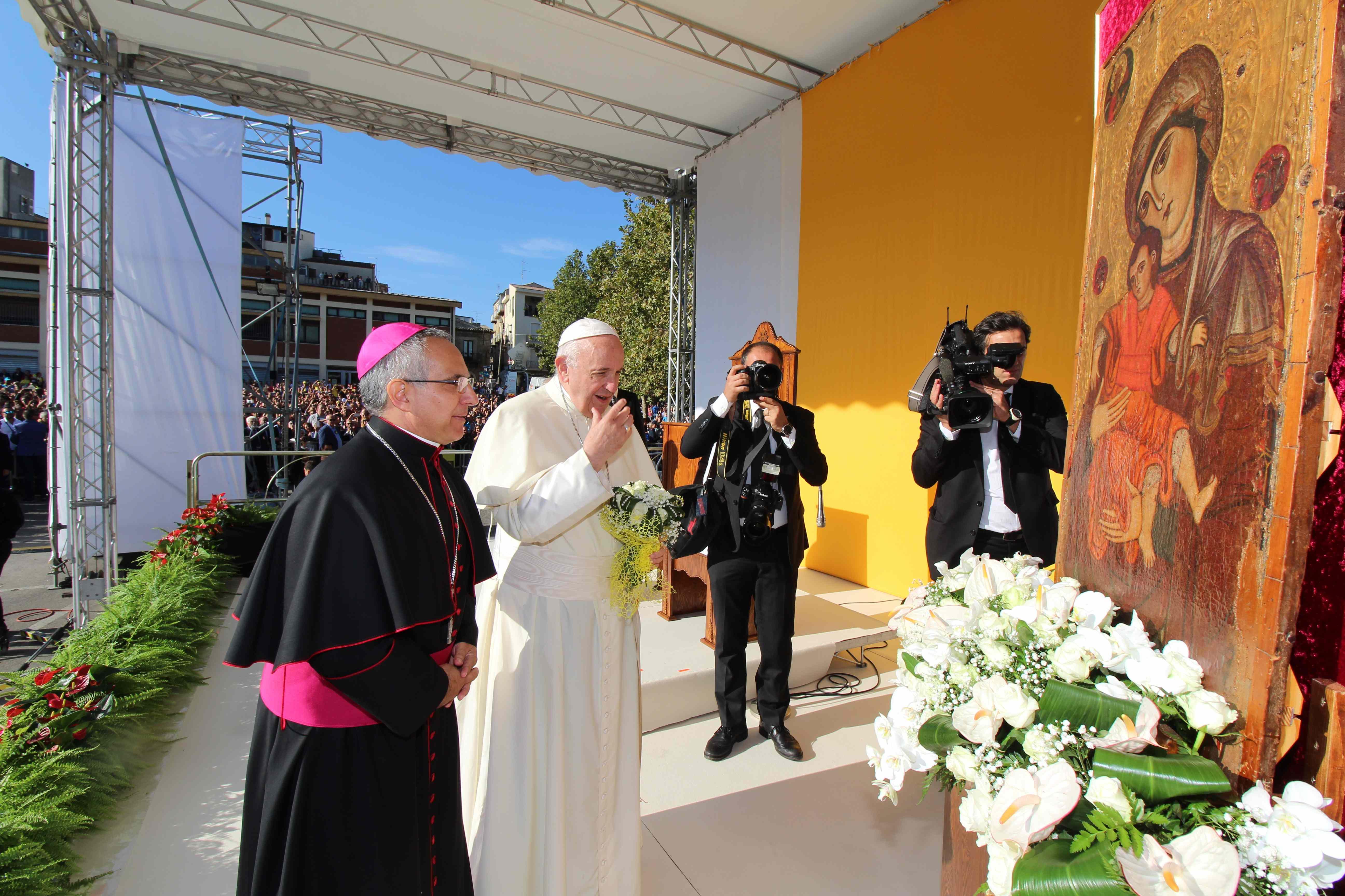 """PAPA FRANCESCO A PIAZZA ARMERINA: """"L'EVANGELIZZAZIONE DI QUESTO TERRITORIO PARTA DALLE SUE CROCI E SOFFERENZE"""""""