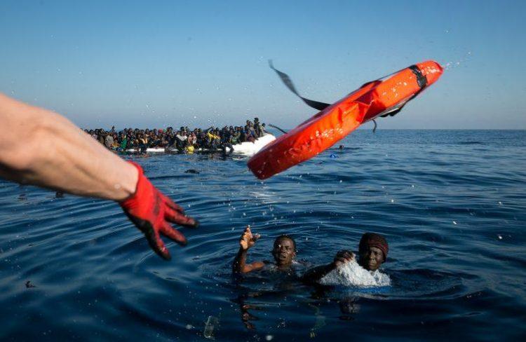 """MIGRAZIONI E PORTI CHIUSI: """"EUROPA RICORDI POLITICA COLONIALE E LI ACCOLGA"""""""