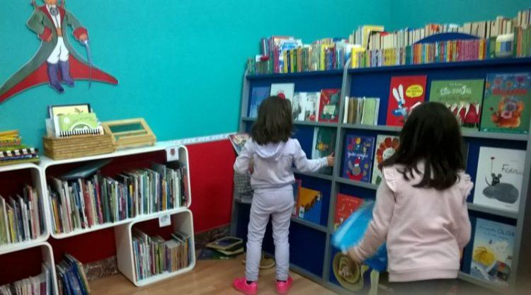 In Biblioteca Ad Alta Voce Letture Di Pasqua Per Bambini Chiese